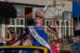 Mrs. Illinois USA Andrea Moore in Jersey County Fair parade